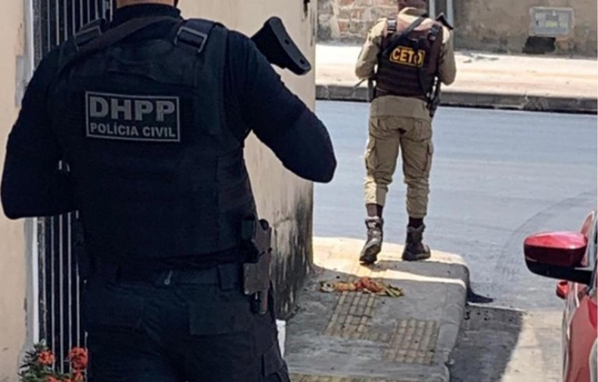[Polícias Civil e Militar realizam operação para coibir crimes em Camaçari]