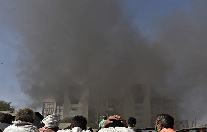 [Cinco morrem em incêndio em prédio do Instituto Serum, fabricante de vacinas contra Covid-19 na Índia]