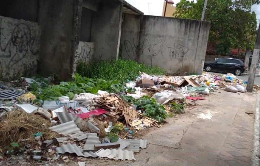 ['Uma falta de vergonha', diz leitora sobre lixo espalhado no Centro de Camaçari]