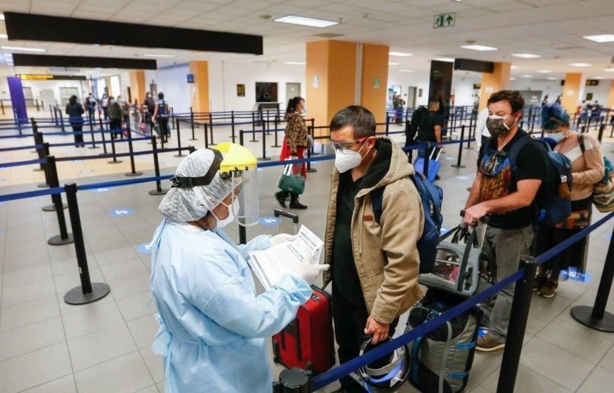 Covid-19: Brasil proíbe entrada de viajantes vindos da África do Sul