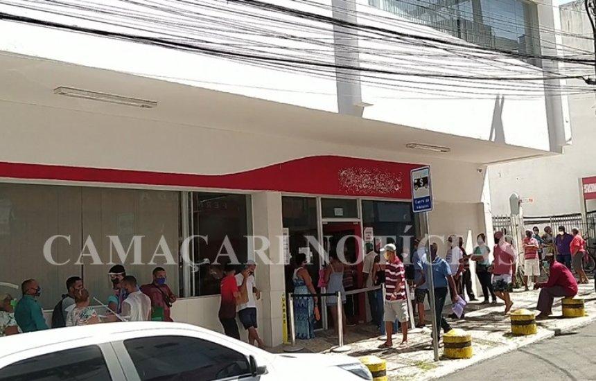[Moradores de Camaçari vão às ruas mesmo com medidas restritivas e comércio fechado]